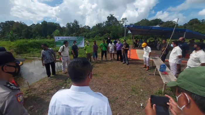 Kisah Sukses Petani di Desa Jangkang Olah Lahan Kritis Jadi Sawah Apung,5 Rakit Hasilkan 250 Kg Padi - 20210611-sawah-apung1.jpg