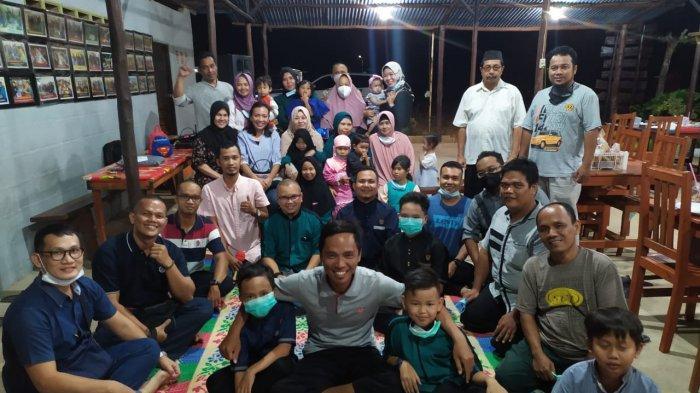 Foto bersama seusai pembentukan kepengurusan Ikatan Urang Bangka di Belitung Timur, Sabtu (12/6/2021) malam