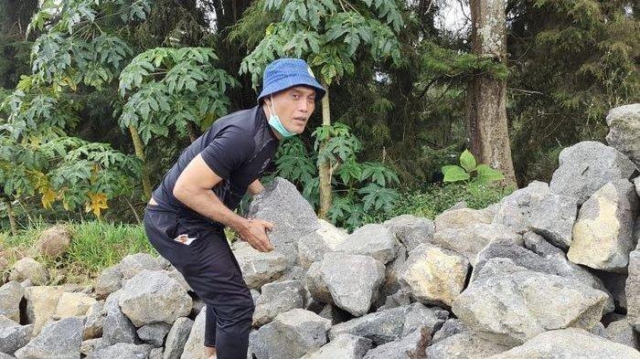 Kisah Peri Sandria Mantan Pemain Timnas Indonesia Jadi Kuli Batu, Dulu Raih Medali Emas Kini Beramal
