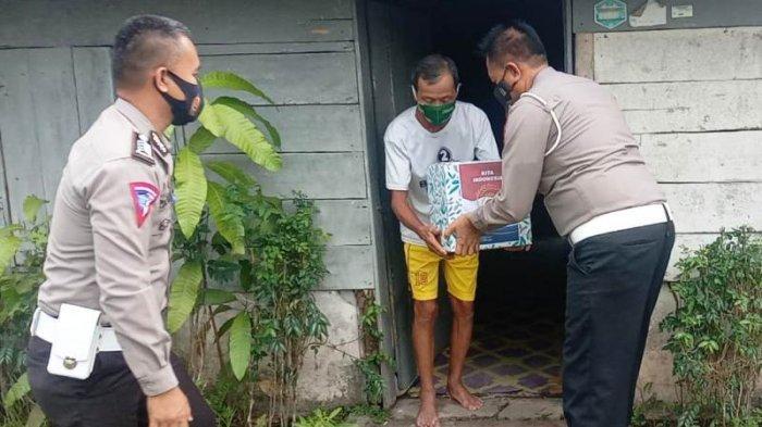 Satlantas Polres Belitung Timur Bagi-bagi Paket Bantuan Bagi Warga Terdampak Pandemi