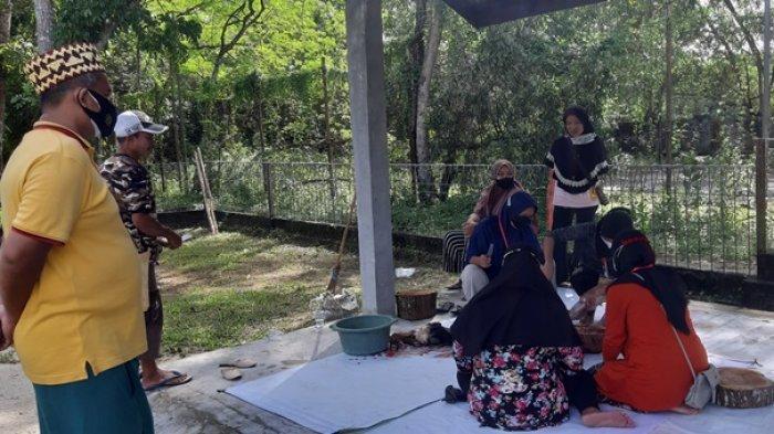 Sembelih Kurban di Hari Raya Kedua, Panitia Masjid An Nur Berdayakan Ibu Rumah Tangga