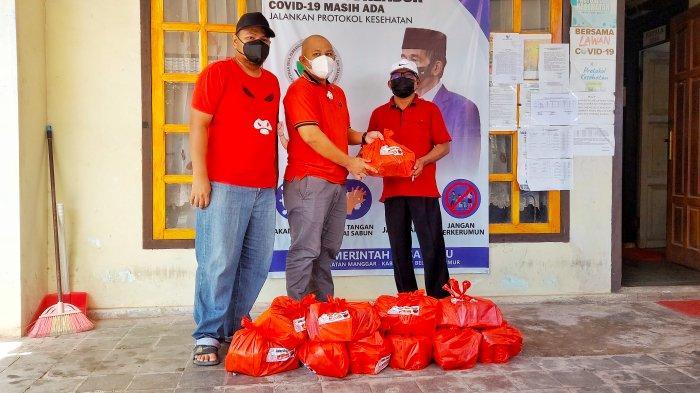 Video - PDIP Belitung Timur Salurkan 100 Paket Lauk untuk Warga yang Isolasi Mandiri
