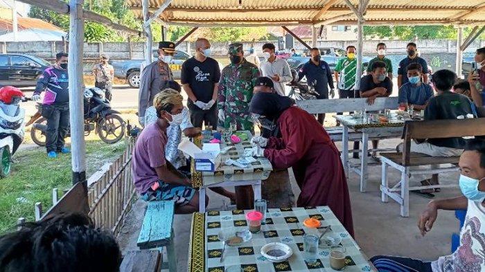 Tim Gabungan Lakukan Swab Acak di Puluhan Warkop di Manggar, 6 Orang Ditemukan Positif Covid-19