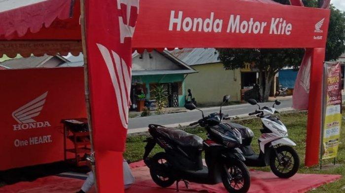Display Motor Honda - Honda PT Asia Surya Perkasa belitung mengadakan service ekonomis di Pasar Membalong yang terletak di pusat Kecamatan Membalong.