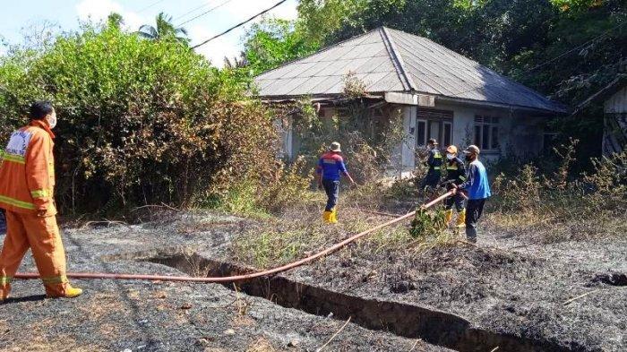 Sebuah Rumah Kosong di Gantung Belitung Timur Nyaris Terbakar, BPBD Kerahkan 2 Mobil Damkar