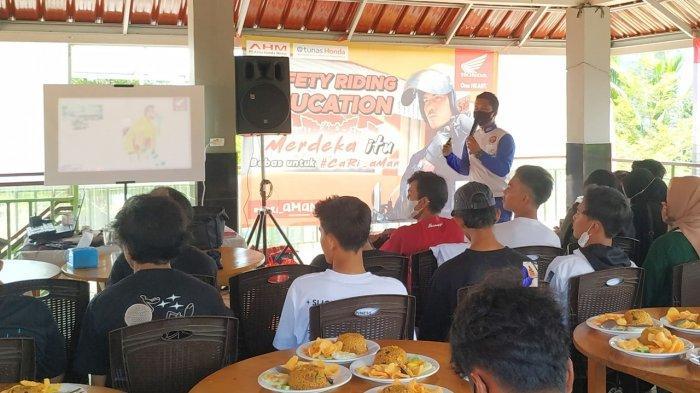 Merdeka Itu Bebas untuk Cari Aman Bersama Scoopy Belitung