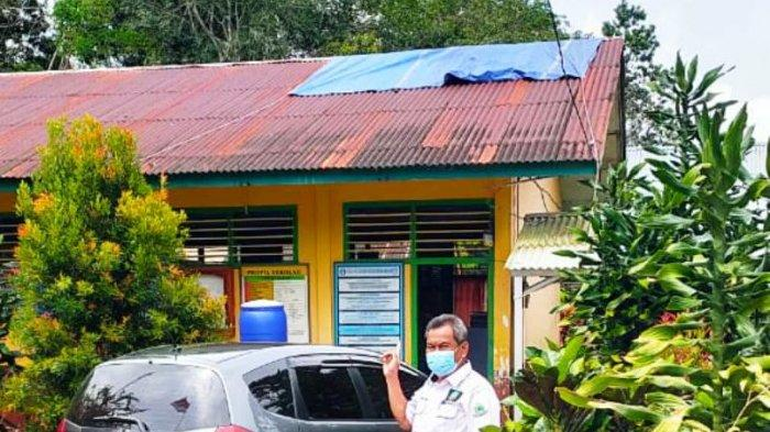 Atap SDN 5 Dendang Ditutup Pakai Terpal, Komisi III DPRD Belitung Timur Prihatin