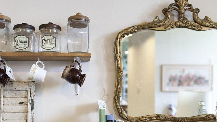 Kamu Cuma Butuh Pasta Gigi hingga Cuka agar Cermin yang Bernoda dan Buram Kembali Kinclong
