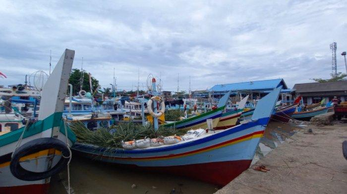 Memasuki Bulan Terang, Nelayan Jaring Sudah Mulai Sandar Kapal di PPN Tanjungpandan