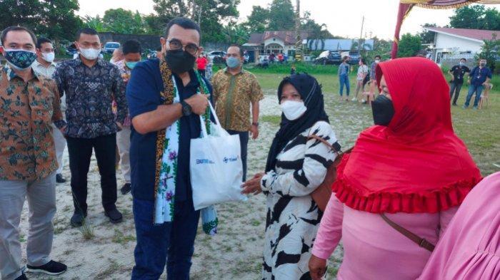 Ringankan Beban Masyarakat di Saat Pandemi, PT Timah Tbk Bagikan 400 Paket Sembako di Pulau Belitung