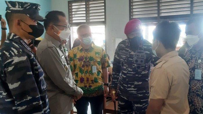 Danlantamal III Minta SMKN 1 Tanjungpandan Taat Prokes Saat Tinjau Serbuan Vaksin Maritim