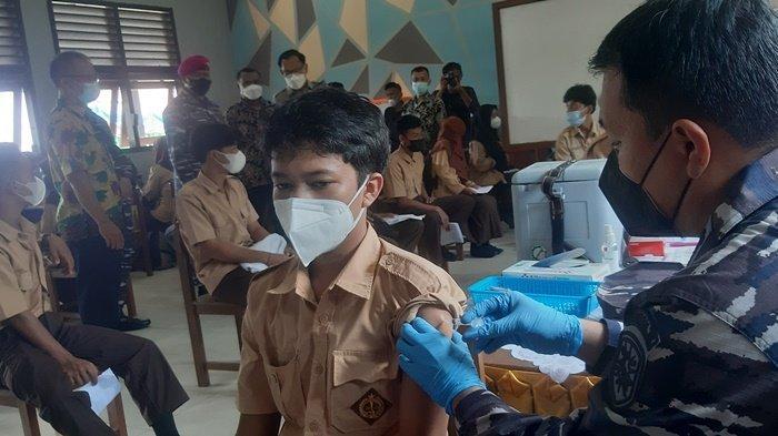Serbuan Vaksinasi Covid-19 Maritim TNI AL Sasar Masyarakat Pesisir di Belitung