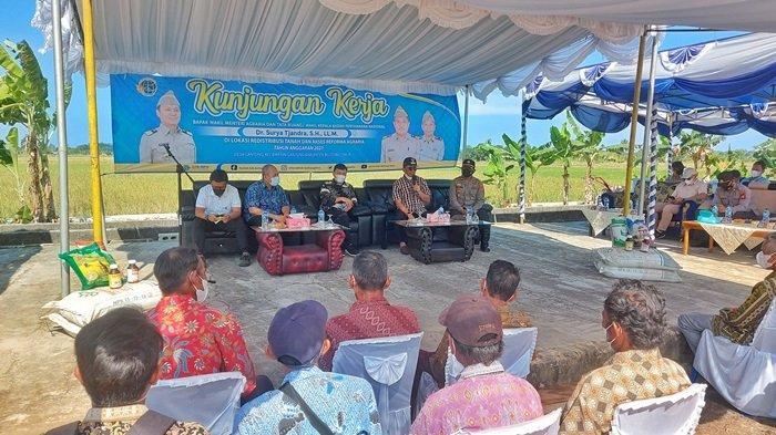 Wamen ATR/BPN, Surya Tjandra Tinjau Persawahan Danau Nujau Gantung Belitung Timur