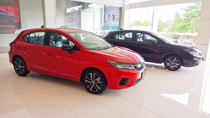 Mobil Honda City Hatchback yang ready stock di Honda Niaga Sudirman, Kamis (14/10/2021)