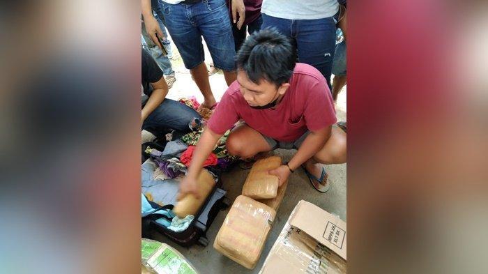 28 paket ganja seberat 28 kilogram yang berhasil diamankan di kawasan Pelabuhan Tanjung Kalian Muntok Bangka Barat Jumat (12/2/2021) yang dibawa seorang perempuan bernama Yunita asal Lampung.