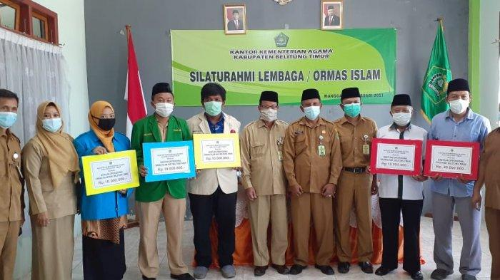 Foto bersama usai penyerahan bantuan operasional dalam Silaturahmi Kemenag dengan Ormas Islam, Senin (15/2/2021).