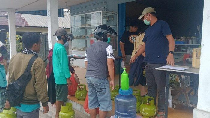 Gas LPG 3 Kg di Belitung Langka, Warga Masak Pakai Kayu Bakar, Pembeli Harus Bawa Fotokopi KTP