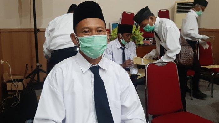 Mata Moh Arwan Berkaca-Kaca saat Terima SK PPPK, Belasan Tahun Mengabdi Jadi Hononer Terbayar
