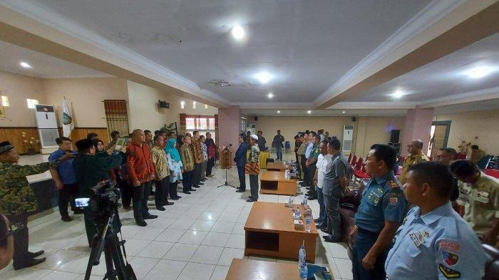 21 Anggota Sekretariat PPK Dilantik, Ketua KPU Belitung Timur Tekankan Kerja Profesional