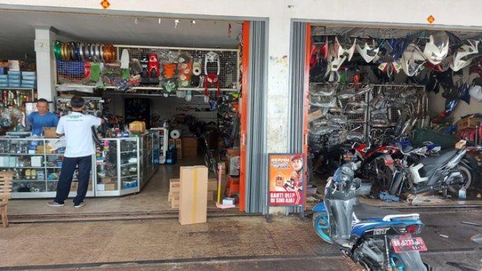 58 Shop yang menjual sparepart motor di Manggar, Kamis (25/3/2021).