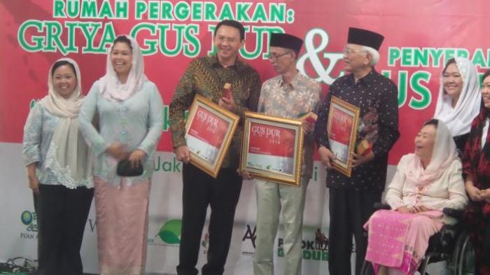 Ahok Terima Penghargaan Gus Dur Award 2016