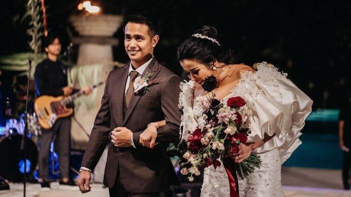 17 Tahun Lebih Tua, Jennifer Supit Beberkan Alasan Menikah dengan Ajun Perwira