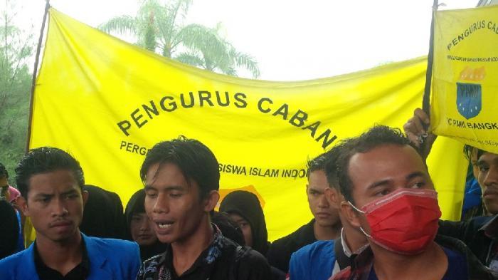 Mahasiswa Islam Bangka Belitung Demo Menolak Pembelian 41 Mobil