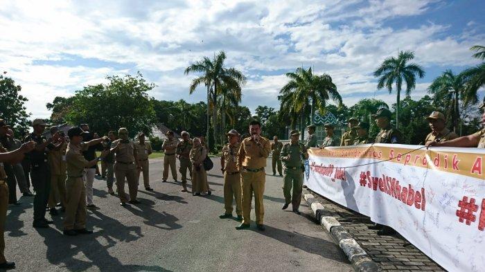 ASN Pemprov Gelar Aksi Solidaritas Pasca Anggota Satu Anggota Satpol PP Jadi Tersangka Kasus Sijuk