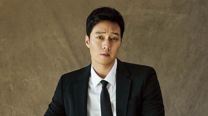 So Ji Sub Bakal Perankan Drama 'Dr. Lawyer' Setelah 3 Tahun Hiatus