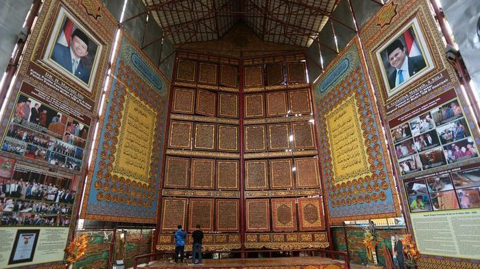 Menakjubkan! Alquran Raksasa Jadi Destinasi Wisata di Palembang