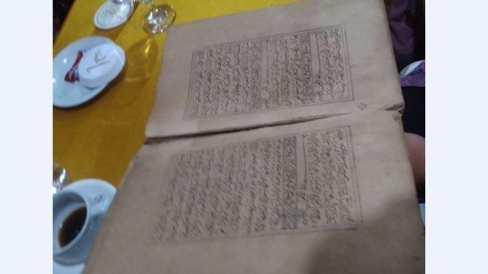Kondisi Alquran Tulis Tangan Berusia 170 Tahun, Terdapat Watermark Setiap Lembarnya