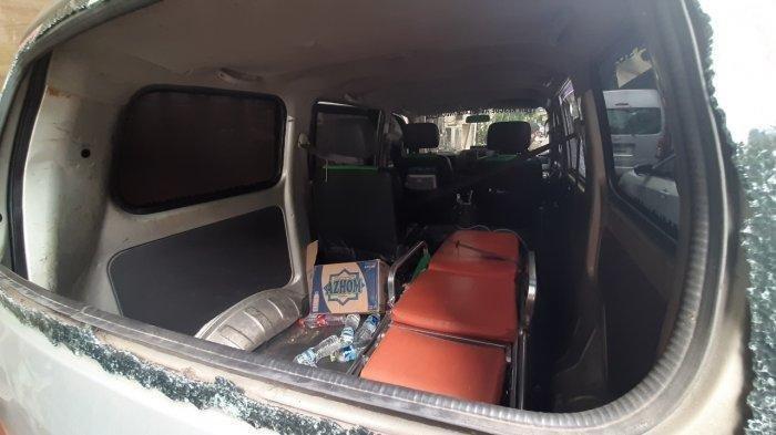 Ambulans Ditembaki Gas Airmata Ternyata Pasok Batu untuk Pendemo , Nyaris Tabrak Polisi