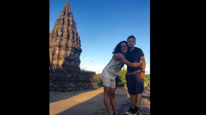 Foto Aming dan Istri di Prambanan, Netizen: Kaya Film Salah Body