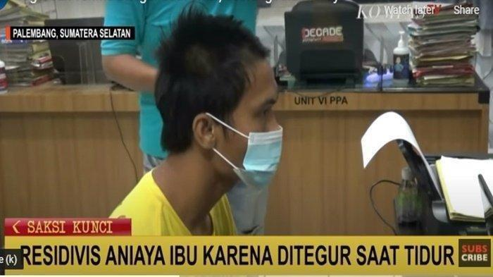 Ahmad menganiaya ibu kandung hingga terluka dan kemudian ditangkap oleh Polrestabes Palembang, Selasa (13/4/2021)