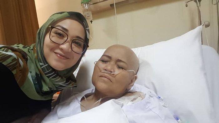Rintihan Pilu Istri Indro Warkop Menahan Rasa Sakit Kanker Paru-Paru