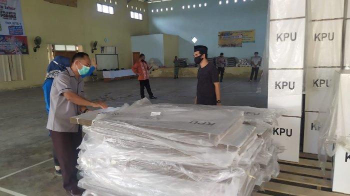 Bawaslu Provinsi Babel Tinjau Gudang Logistik KPU Beltim