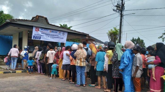 2000 Paket Pangan Murah yang Dijual Bulog Belitung Ludes Selama Tiga Jam