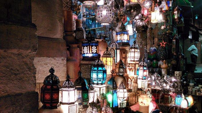 Membangunkan Orang Sahur saat Bulan Puasa Ramadhan di Arab Saudi Sebuah Pekerjaan dan Dibayar
