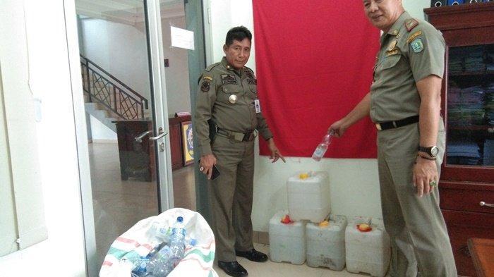 Diduga Distributor Besar, Satpol PP Belitung Amankan Tiga Jerigen Arak dan Ratusan Botol Plastik