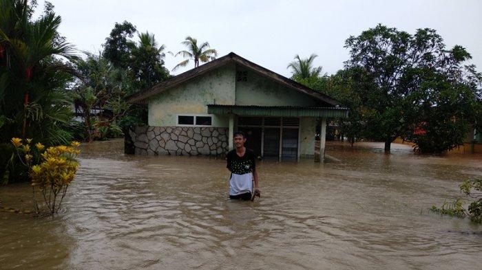 Curah Hujan Tinggi Rumah Ari Terendam Sampai 1 Meter