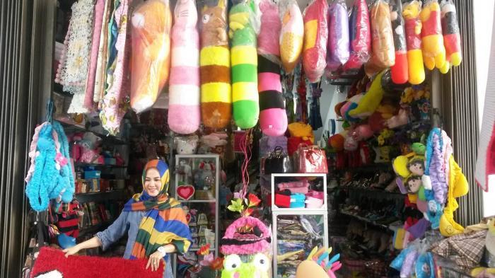 Jualan Barang Lokal dan Impor, Pelanggan Aryana Ternyata Banyak Ibu-ibu Rumah Tangga