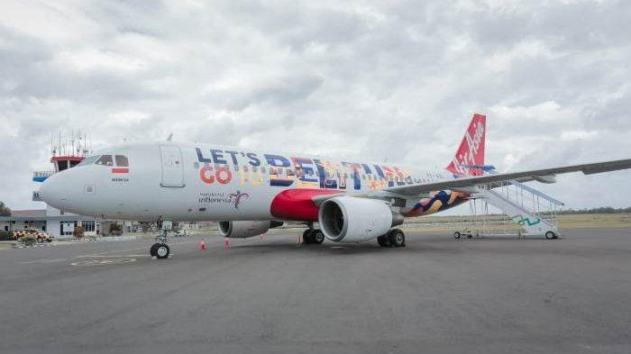 Pesawat Air Asia bertulisan Lets Go Belitung ketika landing di Bandara HAS Hanandjoeddin Tanjungpandan.