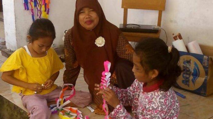 Suka Duka Guru SD di Pulau Selat Nasik Belitung, Asnawati Belasan Tahun Mengabdi Membuatnya Betah