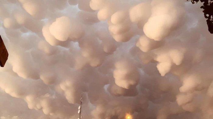 Berbentuk Gumpalan Indah, Fenomena Awan Mammatus di Langit Irak ini Viral, Benarkah Tanda Bahaya?