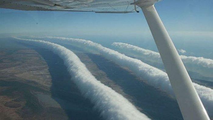 Mengagumkan, Awan Langka Berbentuk Asap Cerutu ini Hanya Ada di Langit Australia