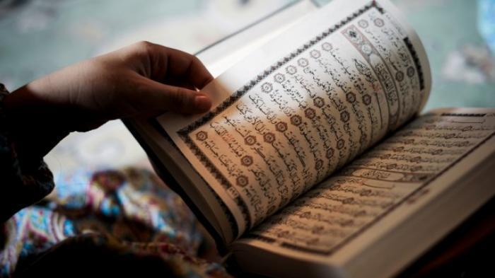 Keutamaan Membaca Surat Yasin dan Surat Al Kahfi Pada Malam Jumat,Ini Bacaan Latin, Arab dan Artinya