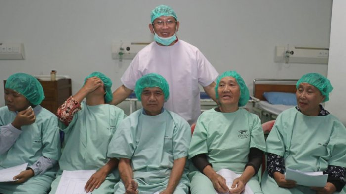 Demi Kesehatan Warga Babel, Bahar Buasan Rutin Gelar Operasi Katarak Gratis