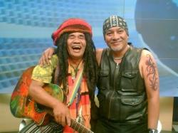 Bersama Alm Mbah Surip (belitung.tribunnews.com)