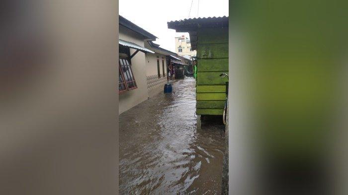 Rumah Penduduk di Pesisir Tanjung PendamTerendam Banjir, Akibat Air Laut Pasang dan Hujan