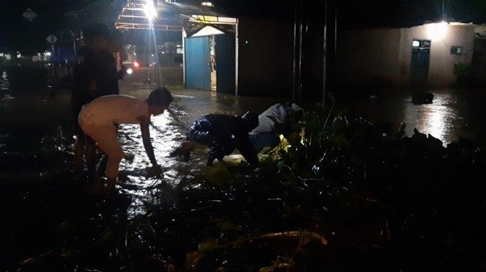BREAKING NEWS, Hujan Deras Seharian, Beberapa Tempat di Kecamatan Kelapa Kampit Terendam Air - banjir-b3.jpg